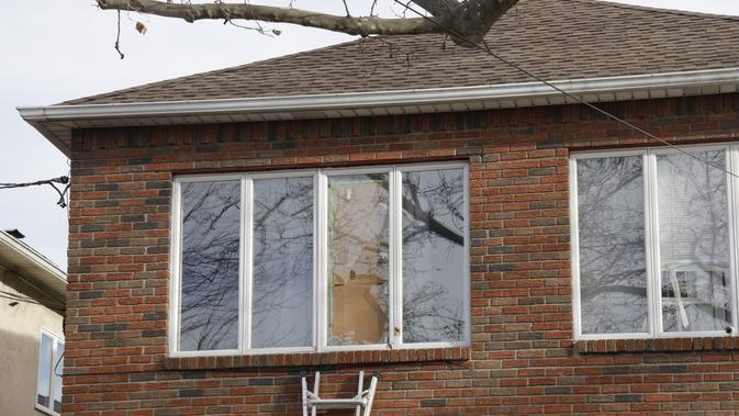 Jendela lantai 2 rumah Harold Beard. (Liputan6/NYPost/Kevin C Downs)