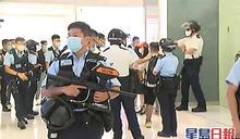 警員進朗豪坊及沙田新城市驅散人群 示威者叫港獨口號