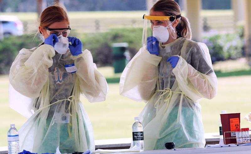 Healthcare workers wait for people to arrive at a COVID-19 mobile testing site in Florida. New reports from the UK show that both doctors and patients with exposure to the coronavirus are temporarily losing their sense of smell and taste. (Photo: Paul Hennessy/NurPhoto via Getty Images)