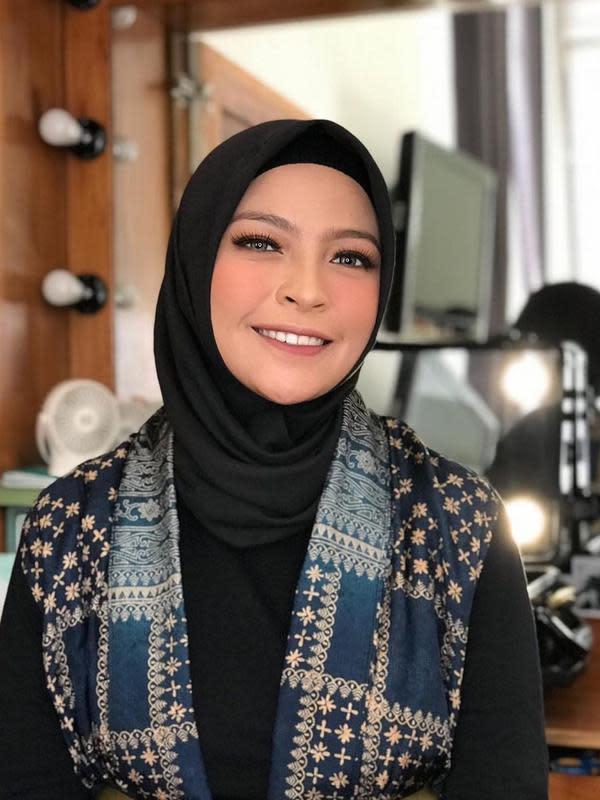Sering Tampil Tomboi, Pesona 7 Seleb Pakai Hijab Ini Bikin Pangling (Sumber: Instagram/@tantrisyalindri)
