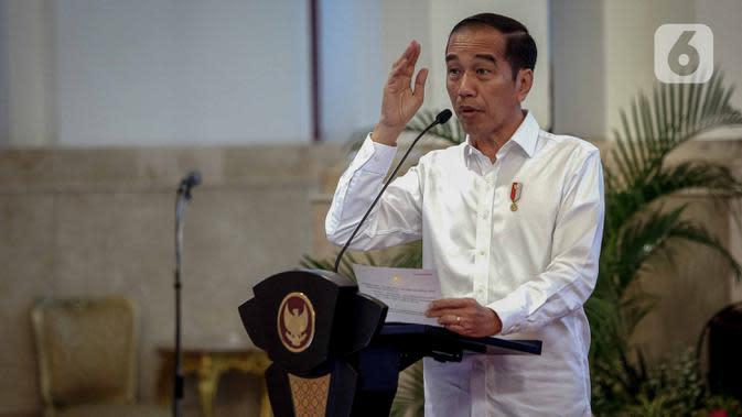 Presiden Joko Widodo memberikan sambutan saat membuka rapat kerja Kementerian Perdagangan 2020 di Istana Negara, Jakarta, Rabu (4/3/2020). Jokowi mengingatkan jajaran Kemendag agar segera mencari jalan keluar dari krisis yang disebabkan oleh virus corona (covid-19). (Liputan6.com/Faizal Fanani)