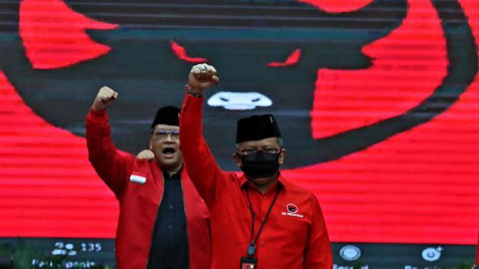 Sekjen PDIP Hasto Kristiyanto dan Ketua DPP PDIP Eriko Sotarduga Saat Pengumuman Gelombang ke IV Calon Kepala Daerah. ((Foto: Dokumentasi PDIP)