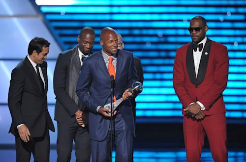 From left, Miami heat coach Erik Spoelstra and players Dwyane Wade, Ray Allen and LeBron James accept the award for best game at the ESPY Awards on Wednesday, July 17, 2013, at Nokia Theater in Los Angeles. (Photo by John Shearer/Invision/AP)