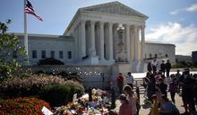 美國民眾悼念金斯伯格 應否在大選前提名補缺引起爭議
