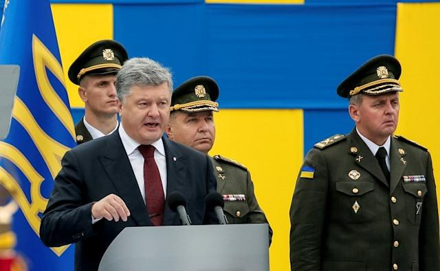Ukrainian President Petro Poroshenko speaks as Defence Minister Stepan Poltorak (2nd R) and Chief of Staff of Ukraine's Armed Forces Viktor Muzhenko (R) look on during Ukraine's Independence Day military parade in central Kiev, Ukraine August 24, 2016. REUTERS/Gleb Garanich