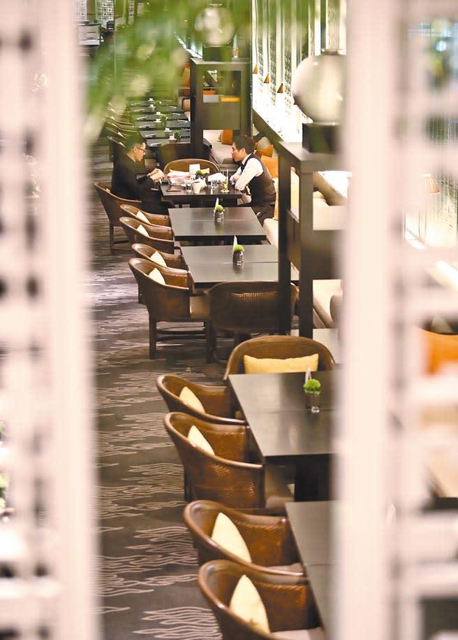 新冠疫情嚴重衝擊內需,經濟部統計,4月餐飲業營業額479億元,年減22.8%,為調查以來最大減幅。(本報資料照片)