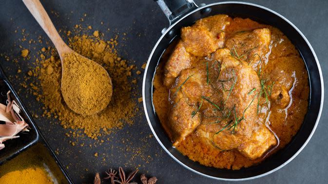 Ilustrasi Opor Ayam dengan Jantung Pisang Kuah Santan Pedas Credit: freepik.com