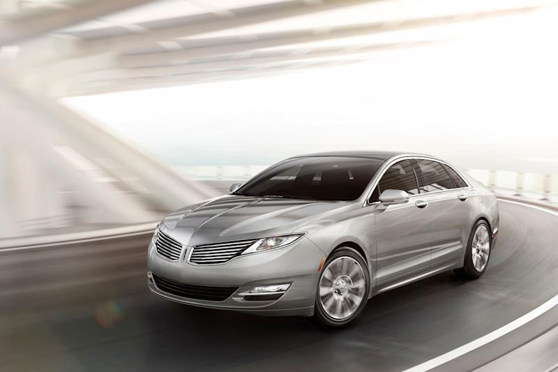 Lincoln reveals production MKZ, shows it still exists