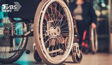 坐輪椅搭電梯遭婦人「歧視1句」 她怒嗆:家人都別生病