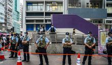 太子站外有人叫口號批評警方 警方舉藍旗警告違限聚令