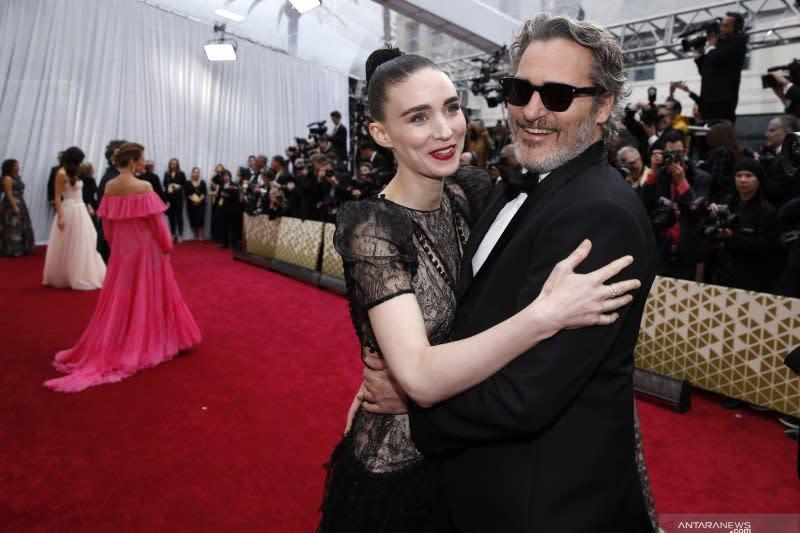 Joaquin Phoenix & Rooney Mara sambut kelahiran anak pertama