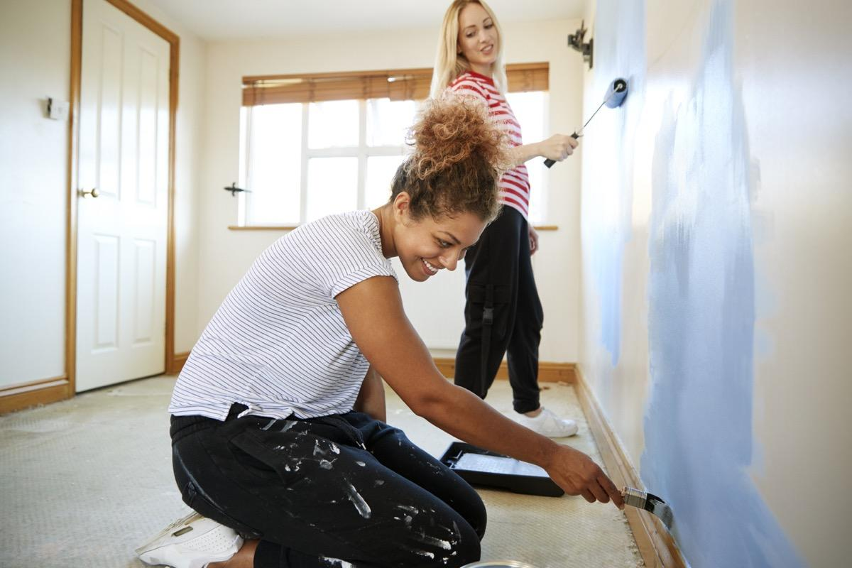 """<a href=""""https://bestlifeonline.com/home-design-trends/?utm_source=yahoo-news&utm_medium=feed&utm_campaign=yahoo-feed"""">Redecorating your home</a> doesn't have to break the bank. Believe it or not, it's entirely possible to completely re-do your home without dipping into a huge chunk of your savings. By following a few simple tricks we've collected from designers and other home decorating experts, you can make your humble abode a lot more fabulous. So if your décor is beginning to look a bit stale, read on for affordable home decorating tips that can make your space feel brand new again.      <div class=""""number-head-mod number-head-mod-standalone"""">         <h2 class=""""header-mod"""">                     <div class=""""number"""">1</div>             <div class=""""title"""">Paint the ceiling.</div>                     </h2>     </div>"""