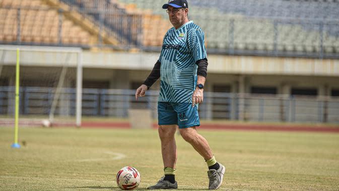 Pelatih Persib Bandung, Robert Alberts. (Bola.com/Erwin Snaz)