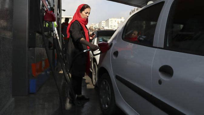 Ilustrasi pom bensin di Iran. (Source: AP Photos)