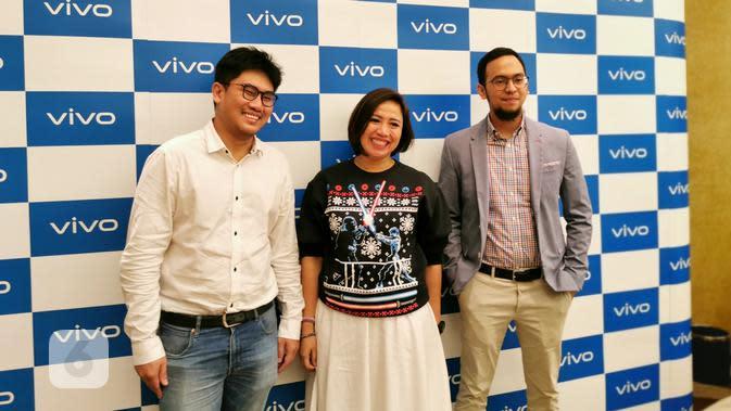 Fachryansyah Farandy, Digital & PR Director Vivo Indonesia (kanan), Ricky Bunardi, Product Manager Vivo Indonesia (kiri), Tyas Raramurti, PR Manager Vivo Indonesia (tengah). Liputan6.com/Mochamad Wahyu Hidayat