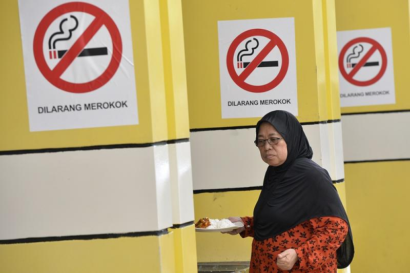 No-smoking signs are seen at an eatery in Putrajaya January 3, 2019. ― Picture by Mukhriz Hazim