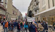瑞士公務員被迫減薪!5千人上街抗議
