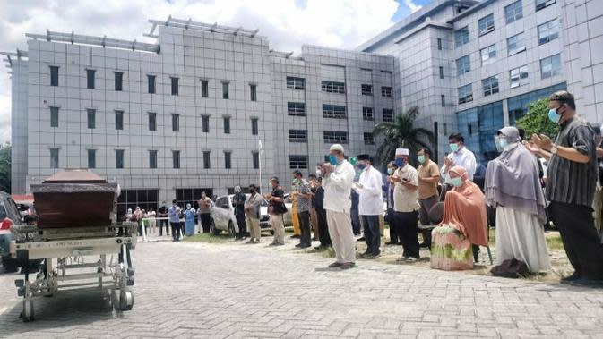 Doa untuk dokter meninggal dunia di Riau setelah beberapa hari dirawat karena terkonfirmasi Covid-19. (Liputan6.com/Istimewa)