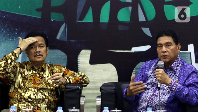Anggota MPR dari Kelompok DPD Teras Narang dan Anggota Fraksi Demokrat MPR RI Achmad Msi tampil sebagai pembicara dalam Diskusi Empat Pilar MPR di Kompleks Parlemen Senayan, Jakarta, Rabu (4/12/2019). Diskusi kali ini mengangkat tema Menuju Pilkada Serentak 2020. (Liputan6.com/Johan Tallo)