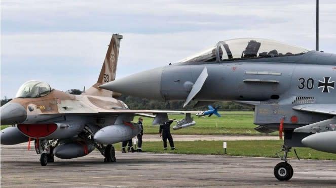 VIVA Militer: Jet Tempur Eurofighter Jerman (kiri) dan Jet Tempur F-16 Israel