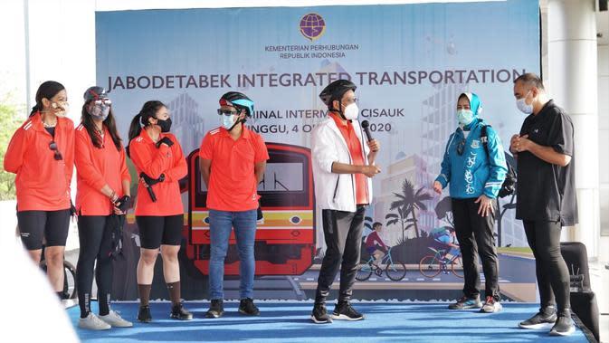 Wulan Guritno kampanye hidup sehat dengan bersepeda dan menggunakan transportasi publik (Istimewa)
