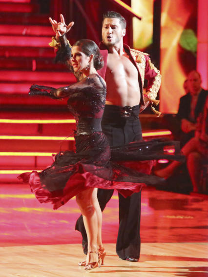 Kelly Monaco and Valentin Chmerkovskiy (10/8/12)