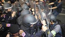 泰國曼谷學運升級總理府遭包圍 政府緊急宣布禁止集會、發布危害國家訊息