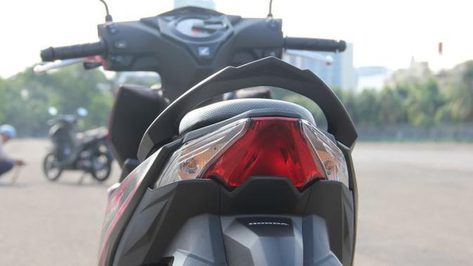 Lampu belakang all-new Honda BeAT mengusung desain desain meruncing. (Liputan6.com)