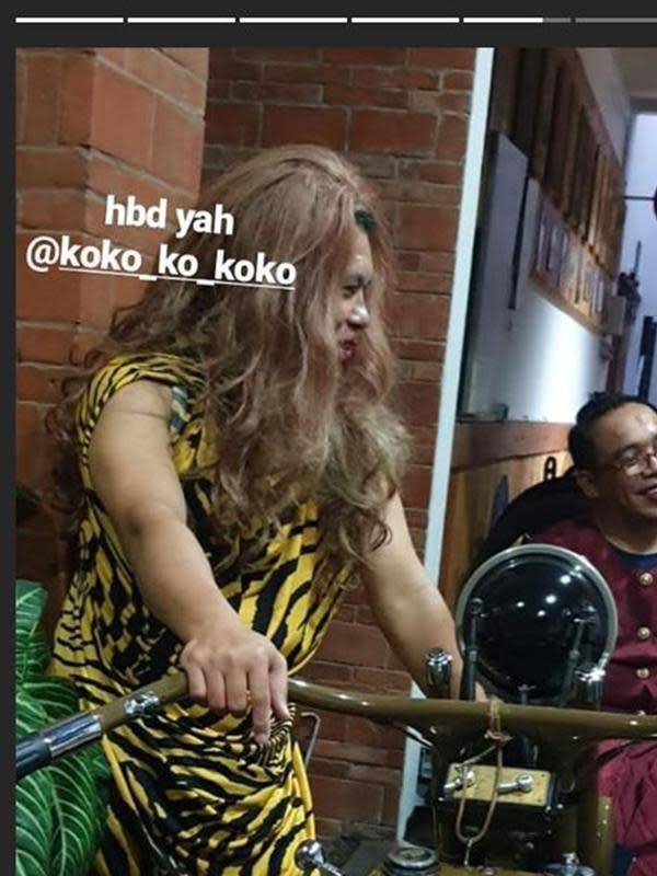 Rayakan ulang tahun suami Soimah, pakai kostum kocak. (Sumber: Instagram/@gepengkk)