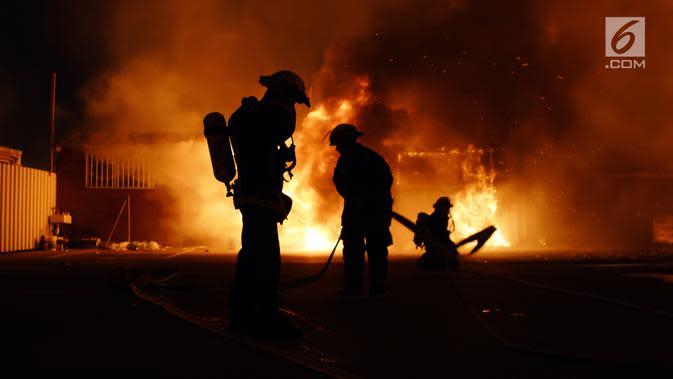 Kebakaran di Jatinegara Hanguskan 10 Rumah