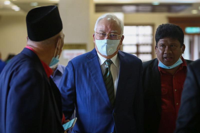 Datuk Seri Najib Razak arrives at the Kuala Lumpur High Court July 16, 2020. — Picture by Yusof Mat Isa