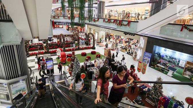 Suasana dekorasi natal menghiasi Lippo Mall Puri, Jakarta, Kamis (29/11). Kegiatan Holiday Sensation diselenggarakan di 68 mal di berbagai kota. (Liputan6.com/Fery Pradolo)