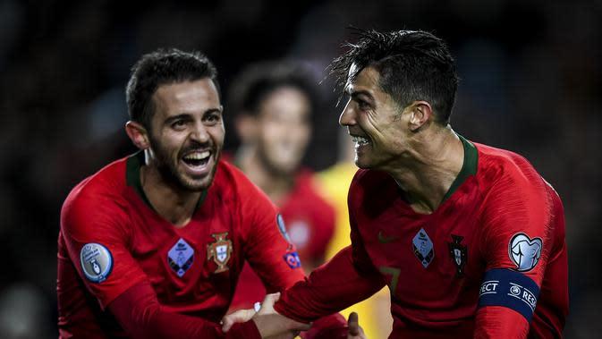 Ekspresi kapten Timnas Portugal, Cristiano Ronaldo, setelah mencetak gol ke gawang Lithuania pada kualifikasi Piala Eropa 2020, Jumat (15/11/2019) dini hari WIB. (AFP/Patricia De Melo Moreira)