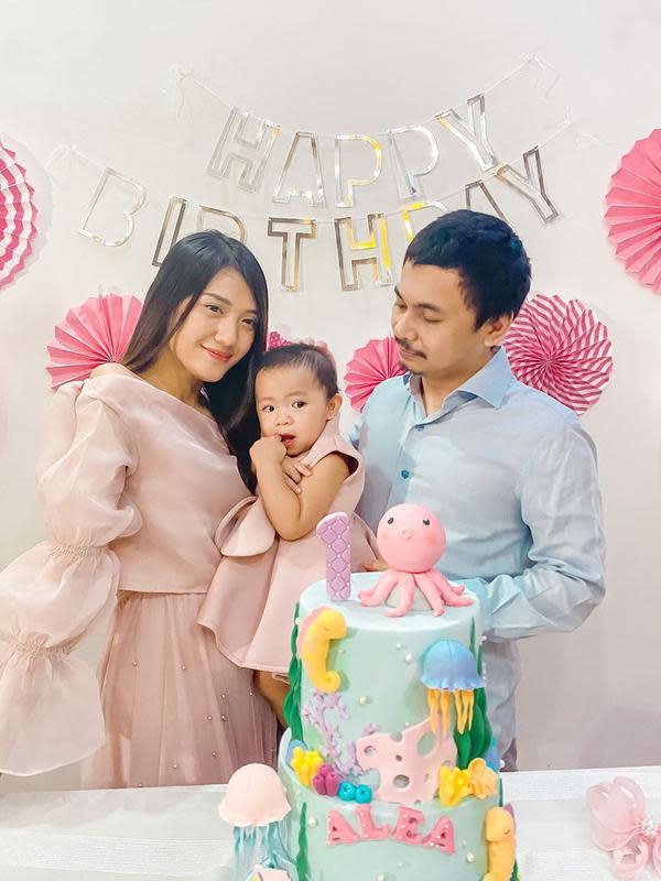 6 Momen Ulang Tahun Pertama Anak Raditya Dika, Penuh Kebahagiaan (Sumber: Instagram/@anissaaziza)