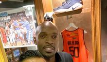 籃球/37歲戴維斯想再戰 黑人:考量傷勢年紀為本土球員