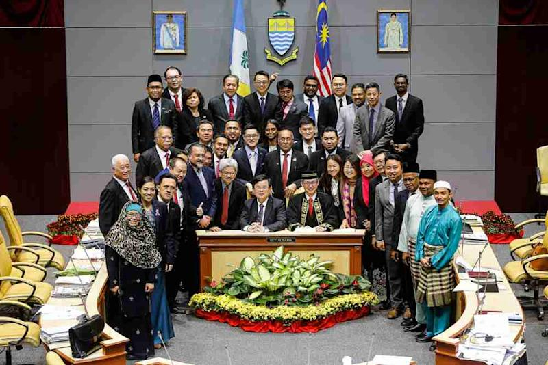 Penang Chief Minister Chow Kon Yeow poses for a photo after the state legislative assembly was adjourned, November 8, 2019. ― Picture by Sayuti Zainudin