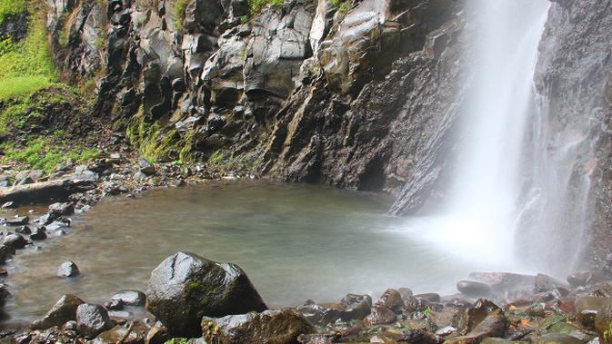 Air Terjun Tancak di Desa Suci, Kecamatan Panti, Jember, Jawa Timur.