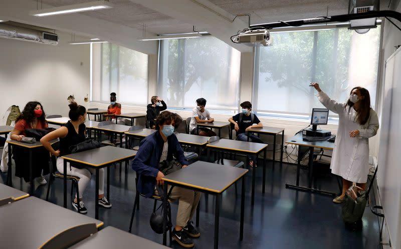 Stricter virus measures loom as students return to Portugal's schools