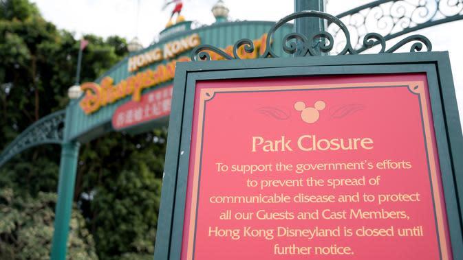 Akibat penyebaran virus corona, Hong Kong Disneyland ditutup sejak 26 Januari 2020 hingga waktu yang tak dapat ditentukan. (AYAKA MCGILL / AFP)