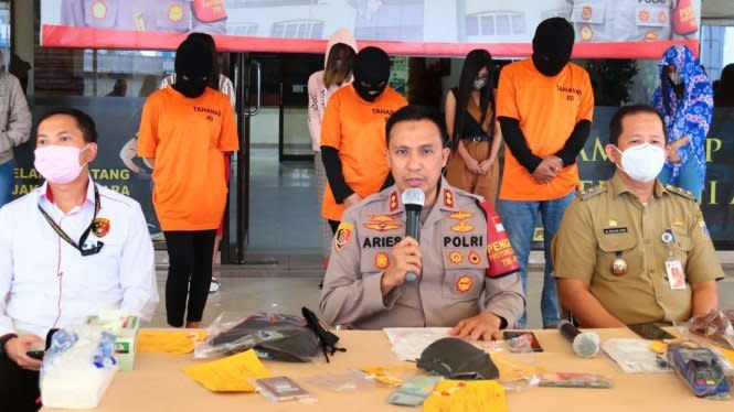 Polisi Undercover Bongkar Pijat Plus-plus di Kelapa Gading