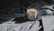 早上睜開眼,你的表情是什麼?老是抱怨覺得厭煩...心理學家:每天花5分鐘,改變你的「明天」