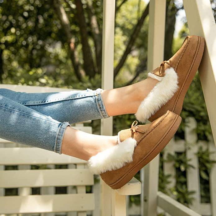 HomeIdeas Women's Faux Fur Lined House Slippers. Image via Amazon.