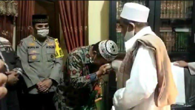Sempat Adu Jotos, Habib Umar Assegaf Berdamai dengan Petugas Sotpol PP