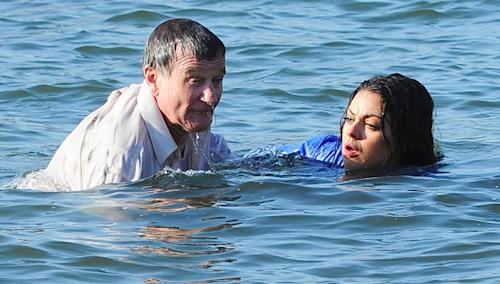 Mila Kunis and Robin Williams boldly plunge into NYC's East River while filming 'The Angriest Man in Brooklyn'