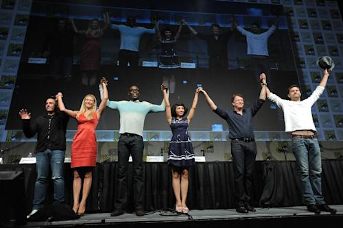 "J.H. Wyman, Anna Torv, Lance Reddick, Jasika Nicole, John Noble and Joshua Jackson take a final bow at the ""Fringe"" screening and panel at Comic-Con on Sunday, July 15, 2012, in San Diego, Calif. (Photo by Jordan Strauss/Invision/AP)"