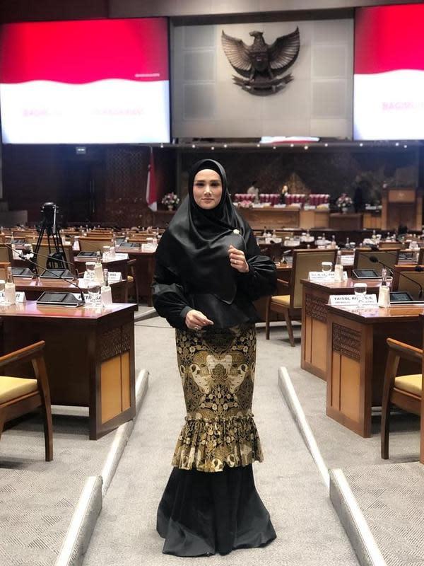 Mulan Jameela jalani hari jadi anggota DPR (Sumber: Instagram/mulanjameelacenter)