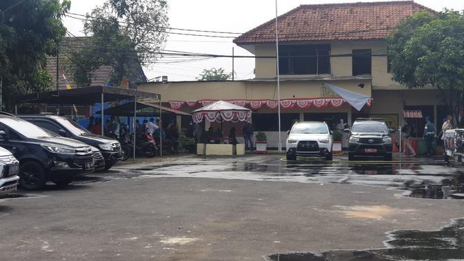 Polsek Ciracas usai diserang oleh orang tidak dikenal (Nanda Perdana Putra/Liputan6.com)
