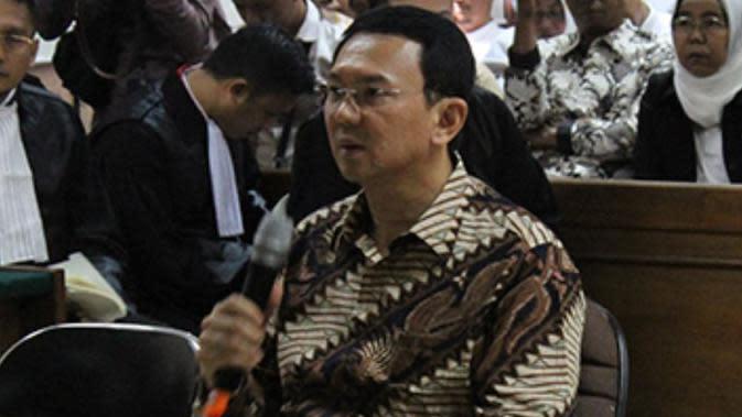 Batik parang seling nogo yang dikenakan Ahok ditawar Rp100 juta. (dok. Screenshot BenihBaik.com/Dinny Mutiah)