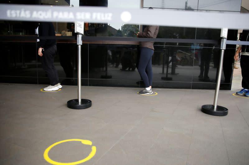 Peru to lift some coronavirus lockdown measures but keep borders closed