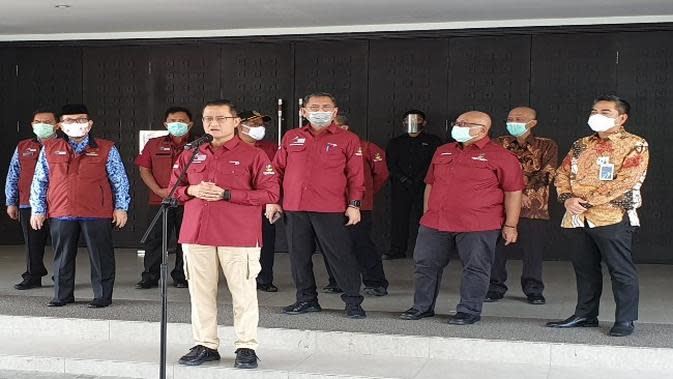 Mensos RI Juliari P Batubara memberikan pernyataan pers usai menghadiri acara Graduasi KPM dan Rekonsiliasi Nasional Bansos Program PKH. Foto (Liputan6.com / Panji Prayitno)